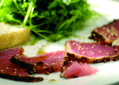 Spicy tuna carpaccio met Meli honing
