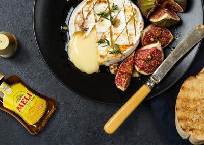 Gegrilde camembert met vijgen en honing